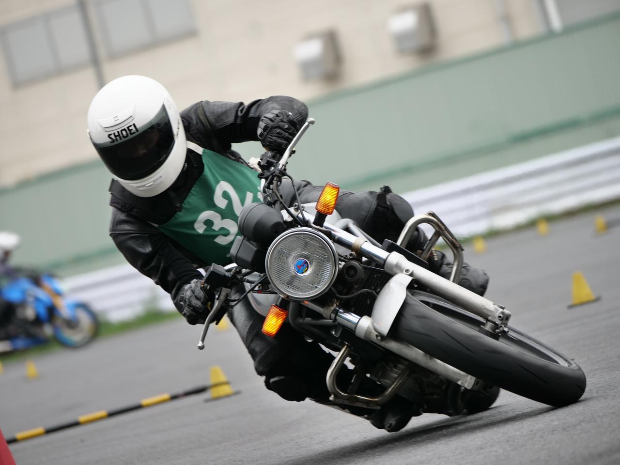 Images : 1番目の画像 - ジムカーナで活躍するホンダ「VTR」をもっと見る! - webオートバイ