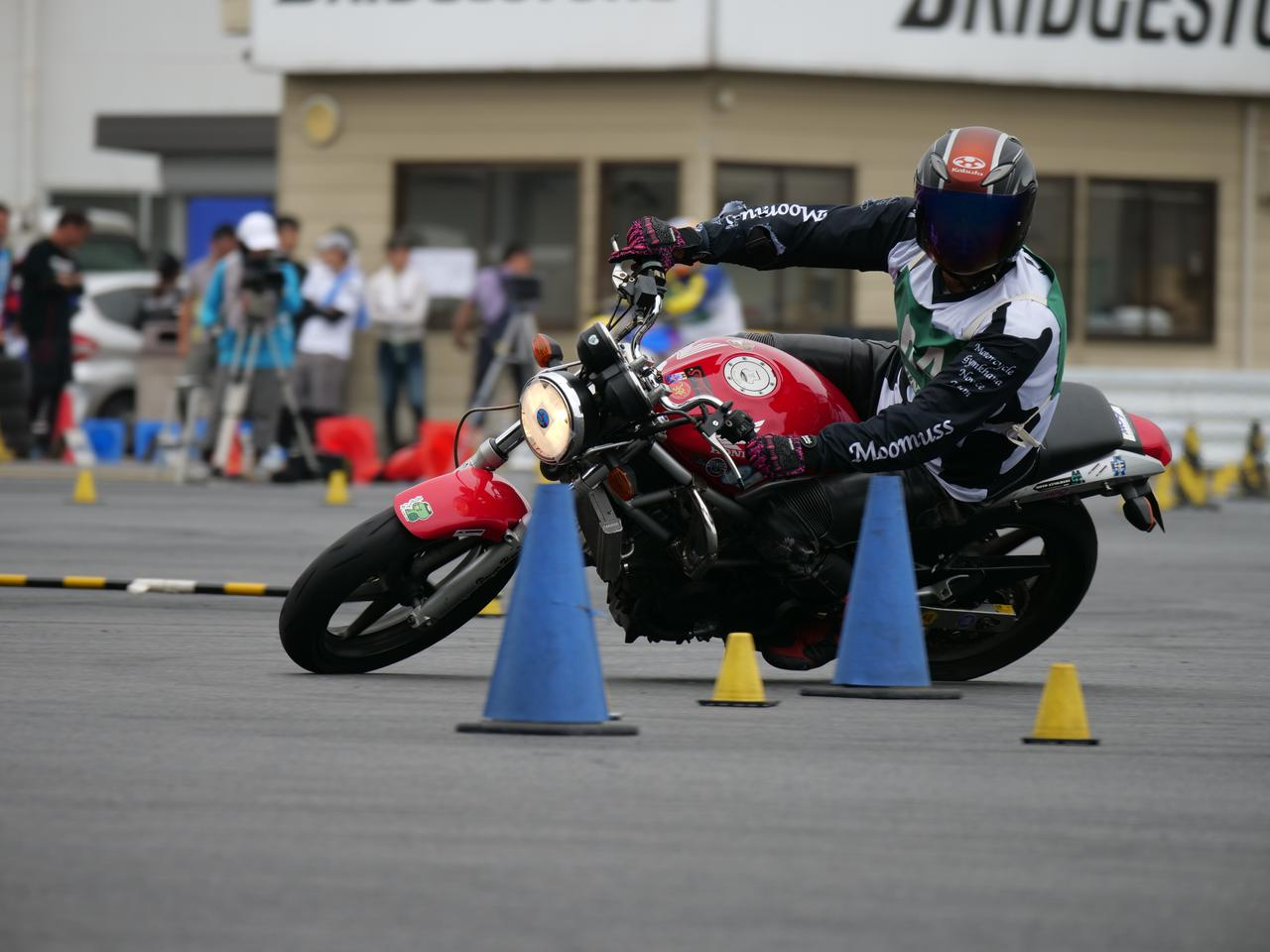 Images : 40番目の画像 - ジムカーナで活躍するホンダ「VTR」をもっと見る! - LAWRENCE - Motorcycle x Cars + α = Your Life.