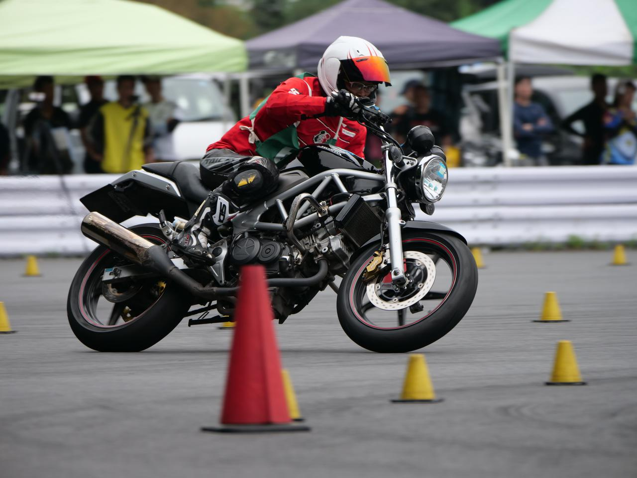 Images : 43番目の画像 - ジムカーナで活躍するホンダ「VTR」をもっと見る! - LAWRENCE - Motorcycle x Cars + α = Your Life.