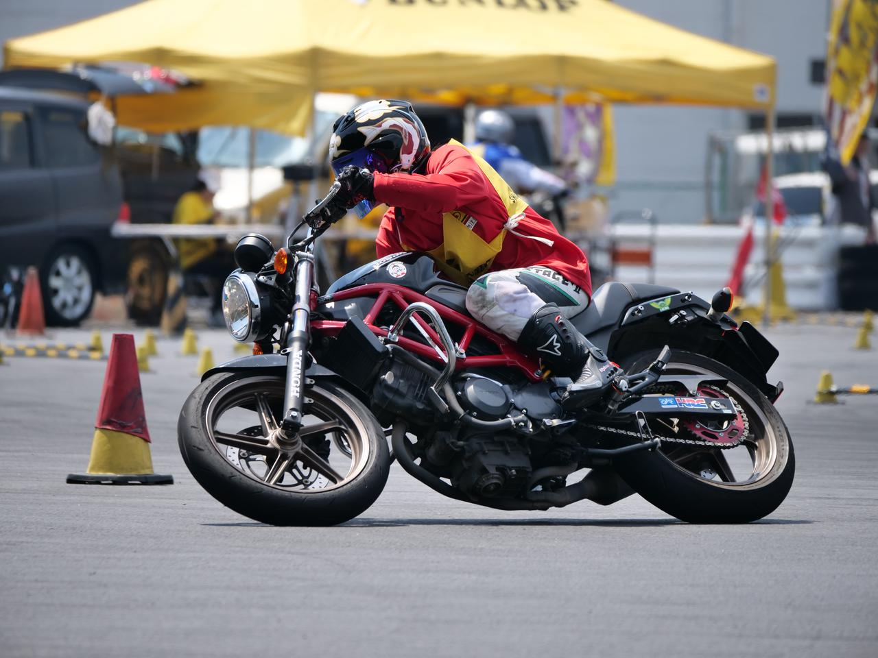 Images : 17番目の画像 - ジムカーナで活躍するホンダ「VTR」をもっと見る! - LAWRENCE - Motorcycle x Cars + α = Your Life.