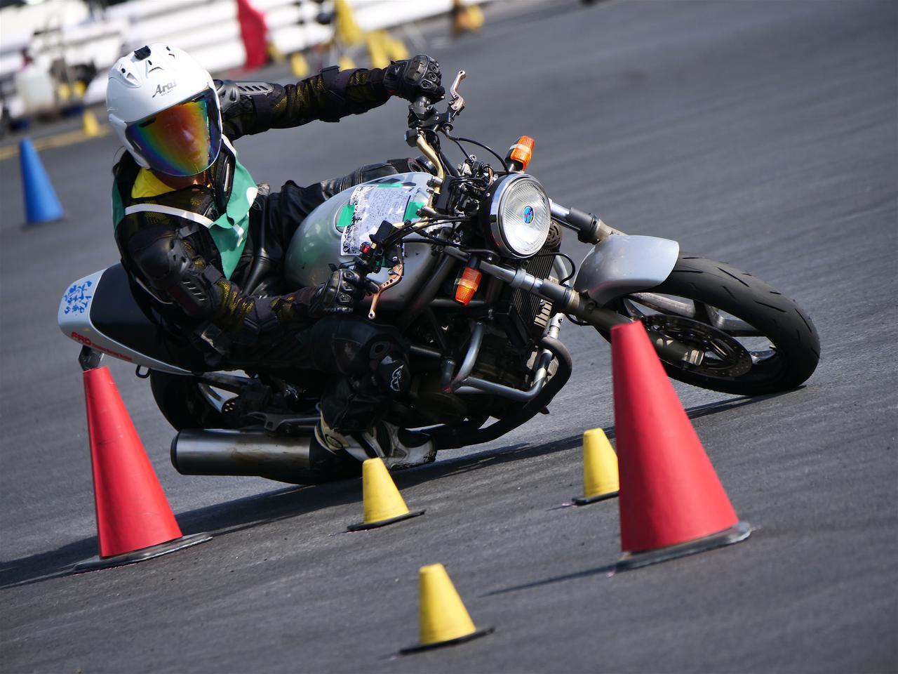 Images : 4番目の画像 - ジムカーナで活躍するホンダ「VTR」をもっと見る! - webオートバイ