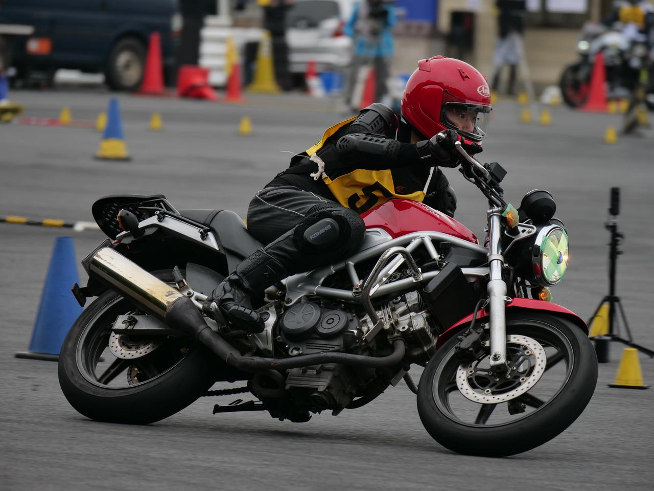 Images : 26番目の画像 - ジムカーナで活躍するホンダ「VTR」をもっと見る! - LAWRENCE - Motorcycle x Cars + α = Your Life.
