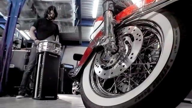 """画像: [Foo Fighters] デイヴ・グロールとハーレーダビッドソンの""""セッション""""をお楽しみください![Harley-Davidson] - LAWRENCE - Motorcycle x Cars + α = Your Life."""