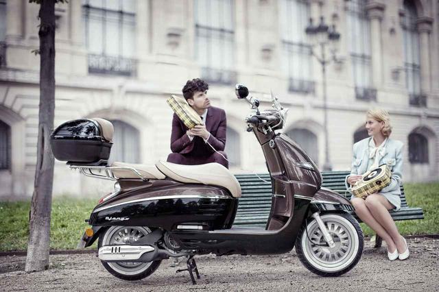 """画像: 高級感あふれるプジョーのスクーター「ジャンゴ アリュール」に""""150""""が追加ラインナップ! 11月14日発売開始 - webオートバイ"""