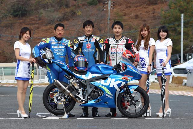 画像: きれいなおねーさんと写真に収まる左から津田拓也、北川圭一、渡辺一樹 楽しそうなイベントだなー♪