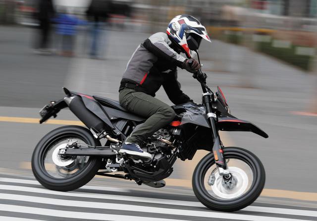 画像1: アプリリアから原付二種の本格モタードモデル「SX125」が登場! 試乗インプレをいち早くお伝えします! - webオートバイ