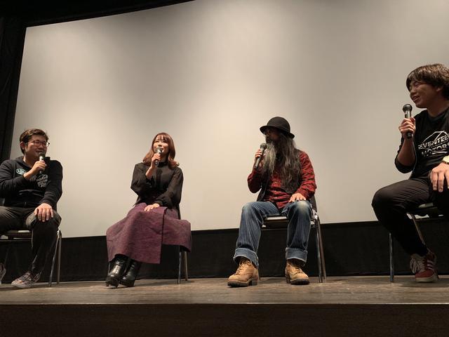 画像: 初日上映後のトークショーには、伊藤拓也監督、伊勢悟さんらと一緒に、webオートバイでも活躍中の平嶋夏海さんが登場! 自身のバイクライフや、バイクの楽しさについても熱く語りました!