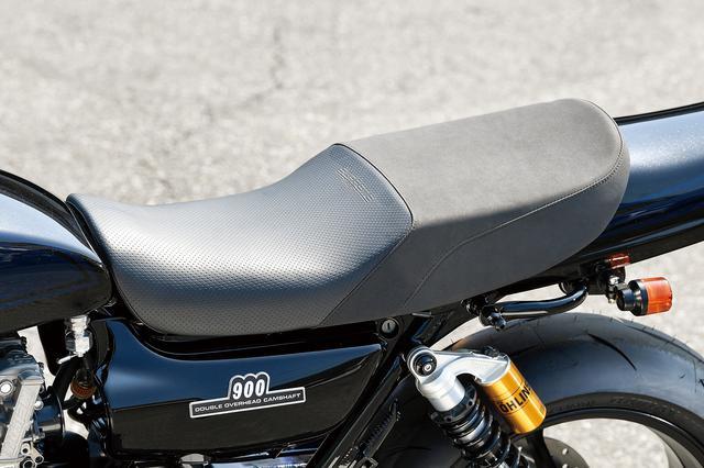 画像: シートもオリジナルのMccoy×スプリームシートで高質な座り心地を提供するとともにきっちりしたホールド感も持たせている。