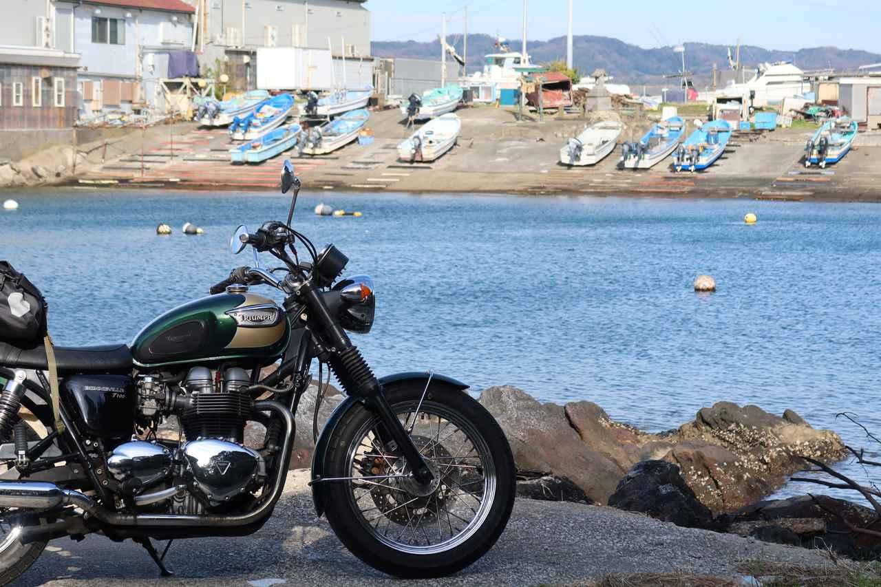 画像: 荒崎周辺。漁港が味わい深い。