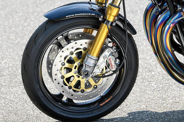 画像: フロントフォークはオーリンズRWUでφ[36→]43mm。ブレーキまわりはブレンボ4Pキャリパー+サンスターディスクの組み合わせだ。