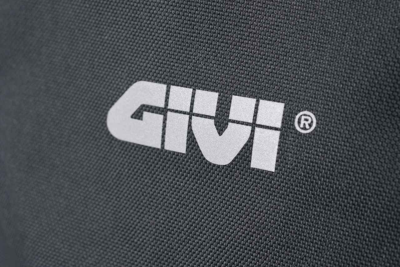 Images : 8番目の画像 - GIVI EA124 バックパックの写真をもっと見る - webオートバイ