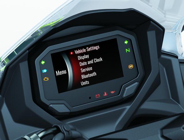 画像: Bluetoothでバイクと繋がるカワサキのスマートフォンアプリ「RIDEOLOGY THE APP」と連携できるフルデジタルTFTカラー液晶スクリーンが採用されました。