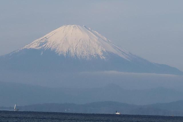画像: スマホでは富士山が写っているのがぎりぎり分かるくらいでしたが、PowerShot G7 X Mark IIIのプログレッシブファインズームなら、このとおり! これこそ、コンデジや一眼レフの魅力です。 (絞り値:F5.6/シャッタースピード:1/1600秒/ISO:125)