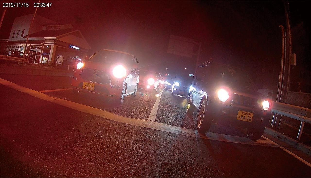 画像: WDR機能の搭載により、夜間+後続車のライトという明暗差の大きな状況でもナンバープレートの文字がしっかり読み取れる。