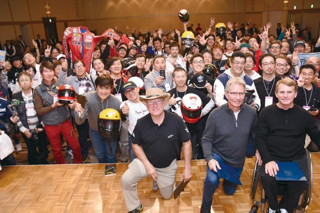 画像: 夜にはレジェンドを招いてのパーティも開かれた。レジェンドゆかりのグッズを手にファンが詰めかけた!「日本のファンは相変わらずにマナーがいいし、アツいね」(レイニー)