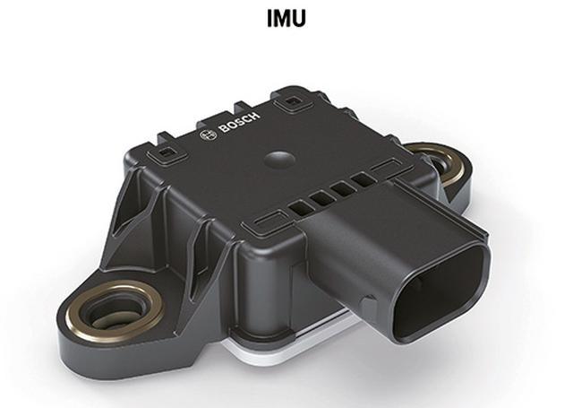 画像: 「6軸センサー」とも呼ばれるIMU(慣性計測装置)はボッシュ製。ロール、ピッチ、ヨーを測定して車体の姿勢を検知する。