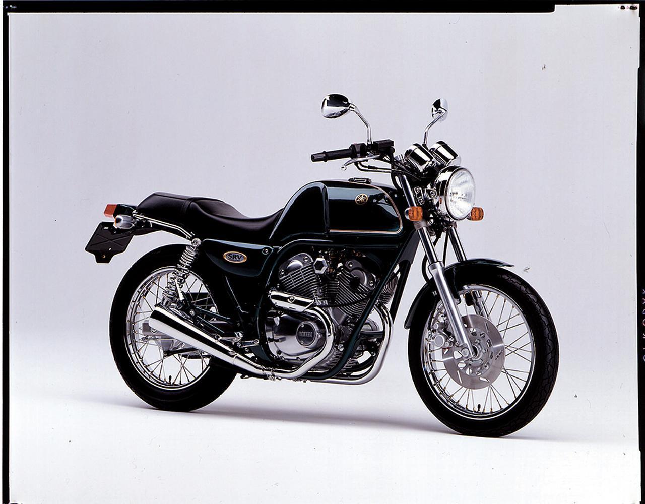 画像: 1992/4 YAMAHA SRV250 英国車ムードのネオレトロスポーツ。エンジンの外観までもがベースのビラーゴから変更されるなど、細部に至るまでのパーツのデザインや仕上げのこだわりも光る。