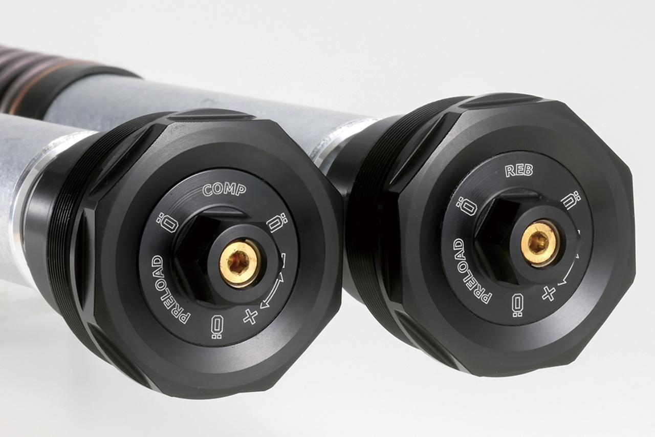 画像: 左のトップキャップで圧側を、右で伸側の減衰力調整をそれぞれ司る。NIXはオーリンズ独創のメカニズムでもある。