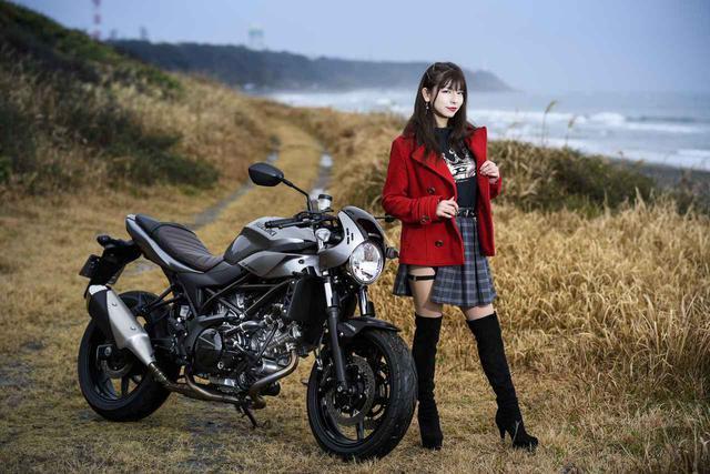 画像: カフェレーサーSV650Xと葉月美優
