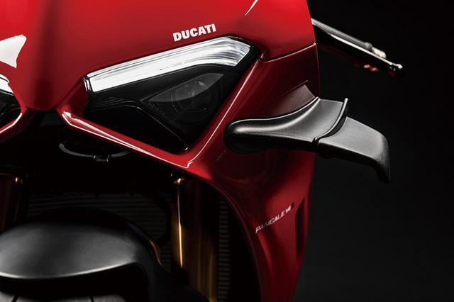 画像: マイナーチェンジを遂げたDUCATI「パニガーレ V4/S」を解説!ウイングレットを標準装備した〈R〉譲りのスタイリングに進化 - webオートバイ