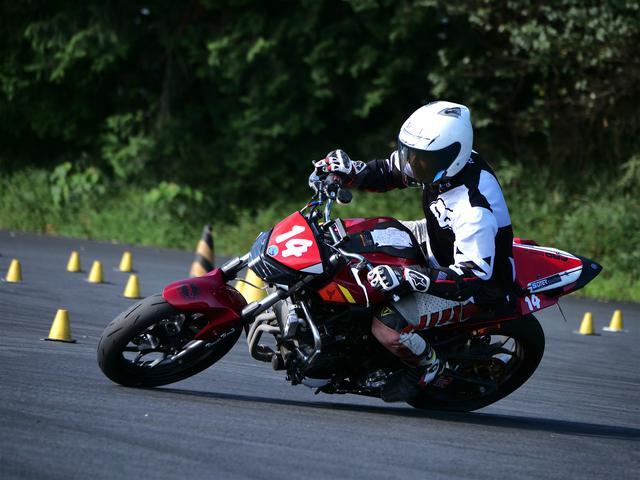 画像: 2012年のオートバイ杯ジムカーナJAPAN、VTRで総合優勝したA級・松本選手も、現在はMT-03に乗り換えている。
