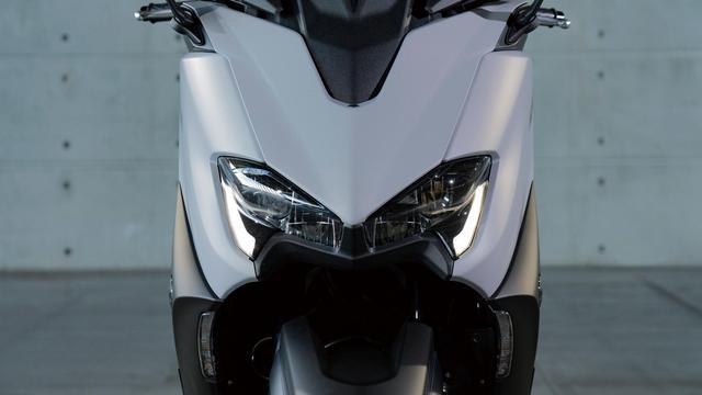画像: さらにアグレッシブになったヘッドライトデザイン。ウインカーはスリムなLEDになった。