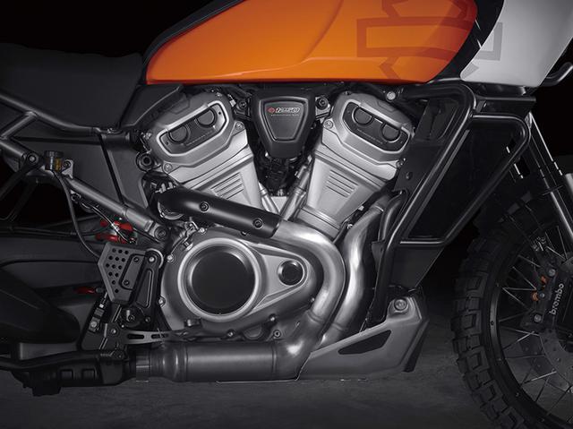 画像: 1250㏄版の「Revolution Max」エンジン。最高出力は145馬力以上で、最大トルクは12.4㎏-mというから、非常にパワフルかつトルクフルだ。