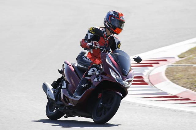 画像: オートバイ女子部の大関さおりがアタック!