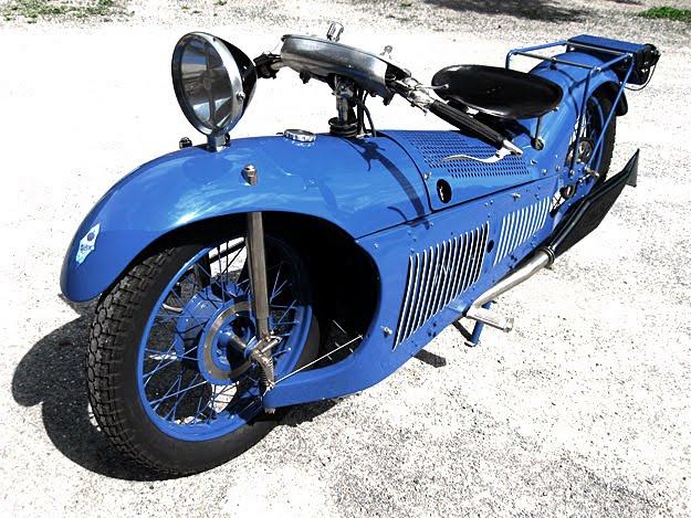 画像: 1929年、ジョルジュ・ロイがデザインしたマジェスティックはHCSのほか、フランスのアール・デコ風のスタイリングのプレススチールフレームを採用するのが大きな特徴でした。 frankieflood.blogspot.com