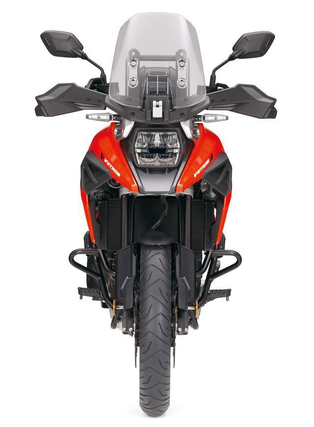 画像: V-STROM 1050 XT/角型ヘッドライトとクチバシカウルの採用で、ぐっとシャープになったフロントフェイス。XTにのみエンジンガードが標準装備される。