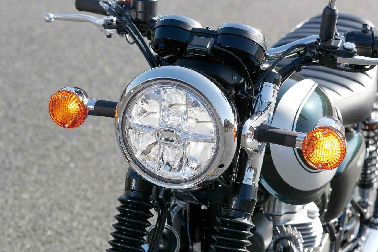 画像: レトロな大径ライトケースに現代的なLEDライトを組み合わせる。メッキ仕上げのヘッドライトリングなど仕上げも上質。