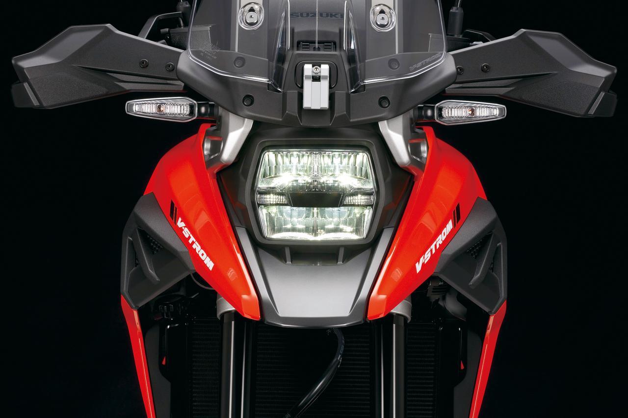 画像: 印象的な角型LEDヘッドライトはKATANAと共通のパーツを使用。ウインカーとテールランプもLED光源になっている。