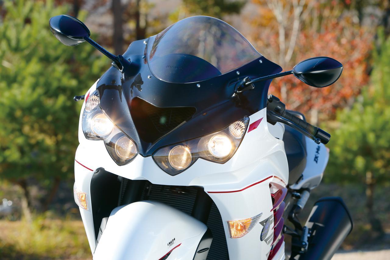 画像: 4眼デザインのプロジェクターヘッドライトによって、インパクトのあるフロントマスクデザインを演出。
