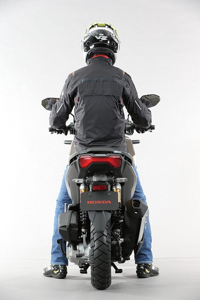 画像: ホンダ「ADV150」の足つき性とサイズ感をチェック! - webオートバイ