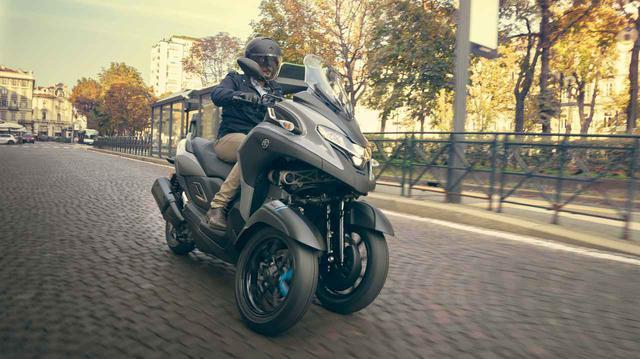 """画像: ヤマハ「TRICITY 300」自立する""""チルトロックアシスト機構""""が追加されたトリシティの最上級モデルを徹底解説!【TMS2019】 - webオートバイ"""