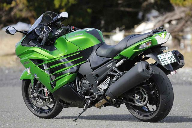 画像: Kawasaki Ninja ZX-14R [全長×全幅×全高]2170×780×1170㎜ [ホイールベース]1480㎜ [シート高]800㎜ [車両重量]269㎏ [エンジン]水冷4ストローク並列4気筒DOHC4バルブ [排気量]1441㏄  [ボア×ストローク]:84×65㎜ [最高出力]200ps/10000rpm [最大トルク]16.1㎏-m/7500rpm [ミッション]6速リターン [燃料タンク容量]:22L [タイヤ前・後]:120/70ZR17・190/50ZR17(2018年モデル)
