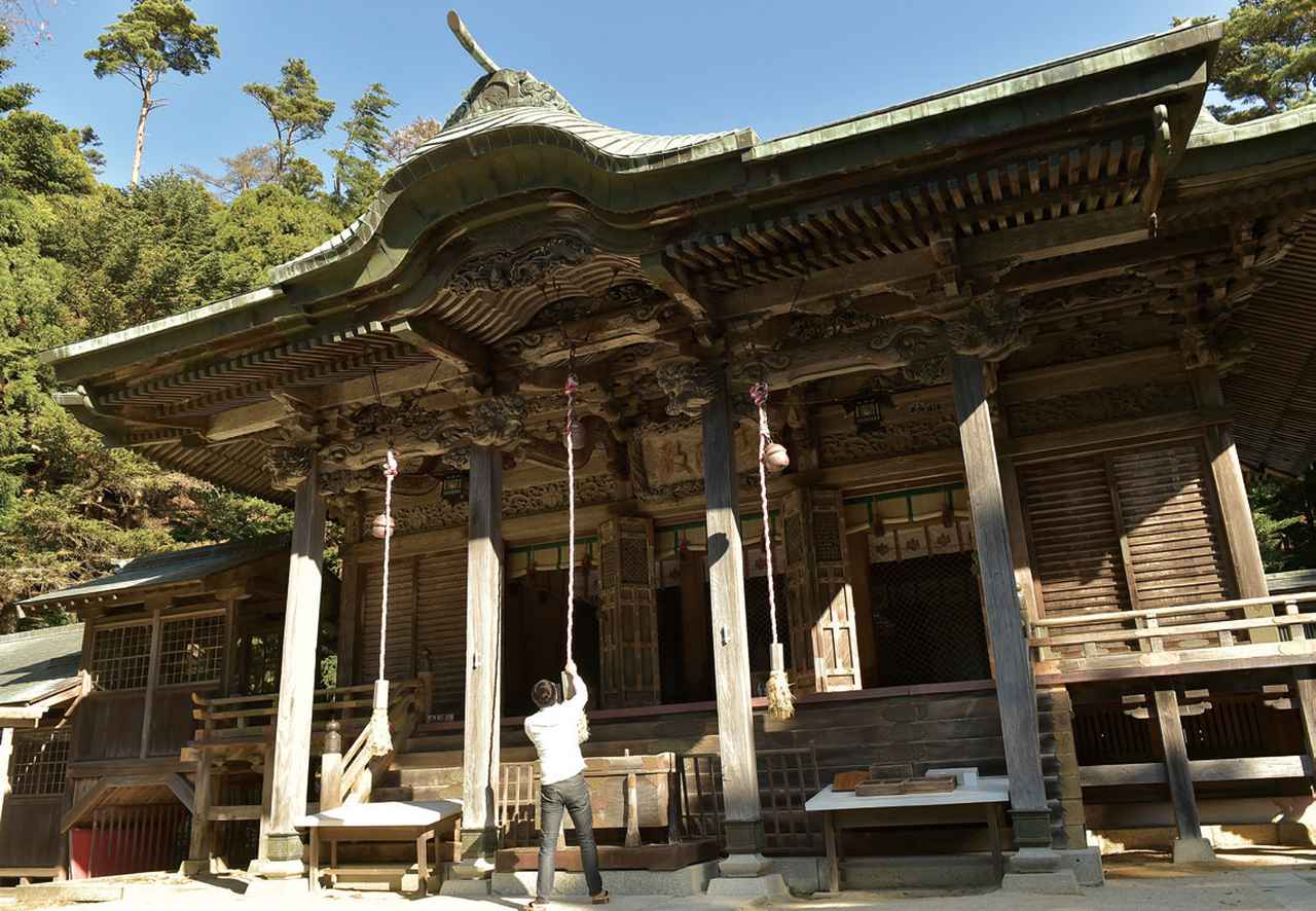 画像: 金華山黄金山神社 神社の名前から想像していたのは、豪華絢爛キンピカの社殿。だけど実際に目にしたのは、ただひっそりと佇む社殿でした。しかしその姿は、やはり歴史を感じる堂々としたもの。本当の豊かさとは何なのかと、訴えかけられているような感覚になりました。