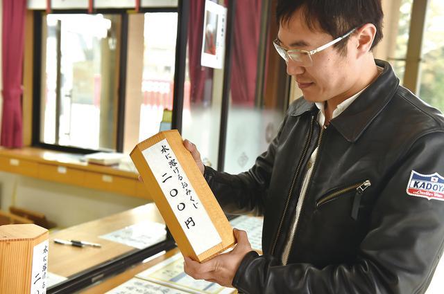 画像: おみくじや、絵馬に願いを書くのも神社巡りの楽しみの一つ。
