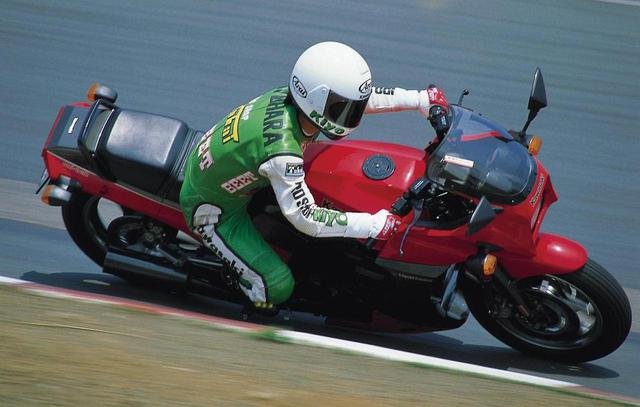 画像: 【絶版車コラム】KAWASAKI GPZ900R - webオートバイ