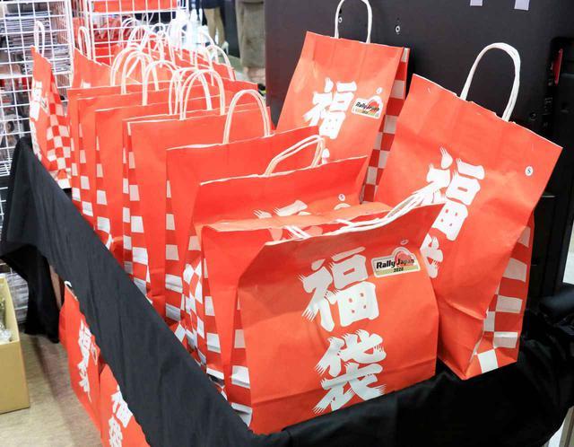 画像: 福袋はいろいろなところで見かけましたが、内容もかなりお得なものが多いようでした。