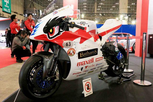 画像: 同じくMOTULブースで発見。こちらは無限MUGENの「神電 八」(SHINDEN HACHI)。マン島TTレースのTT Zero Challengeクラスで圧倒的な強さを見せるEVスポーツバイクです。MOTULはモーター冷却用オイルの供給を担当しています。