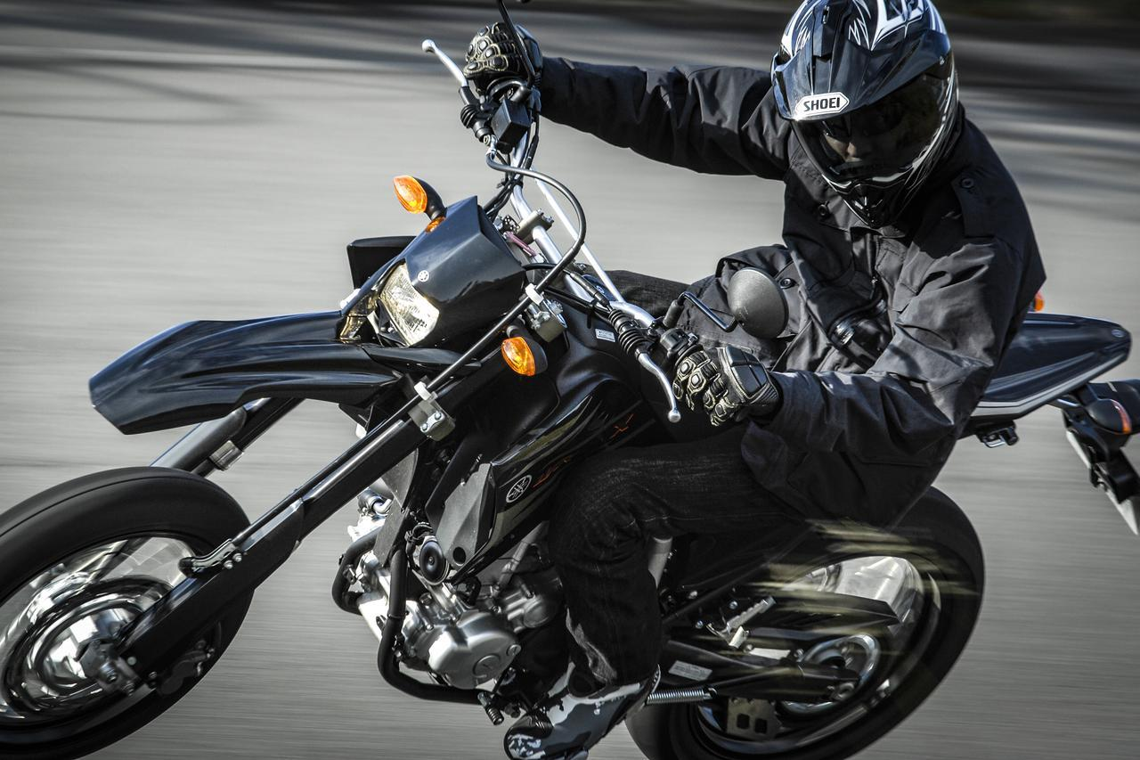 画像1: 250ccバイクの歴史上においても、WR250シリーズは革新的だった