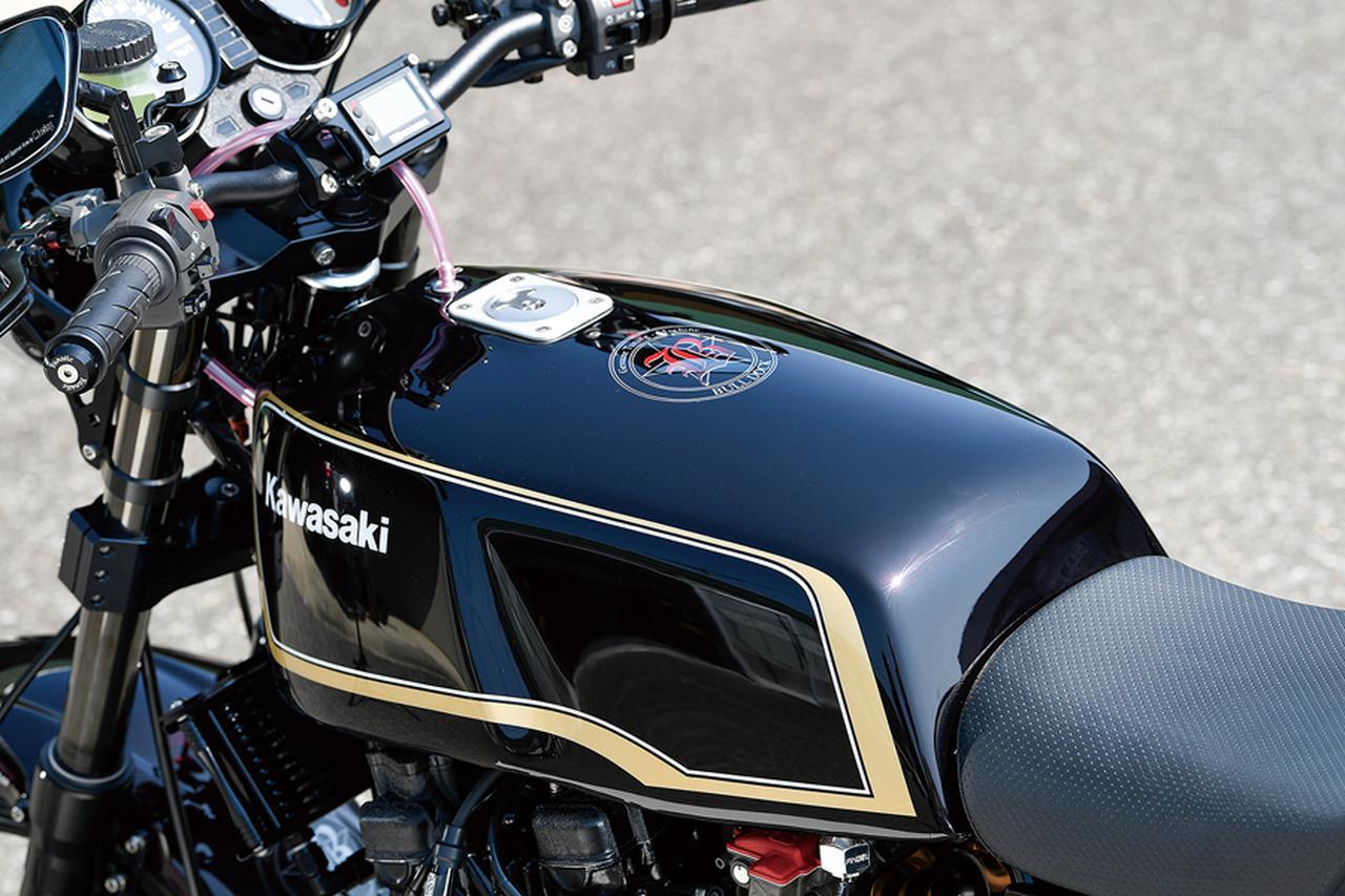 画像: 燃料タンクは同社オリジナルブランドのマッコイ製、アルミのZ1000Mk.Ⅱタイプ。当然改めての塗装仕上げがされるが、ラインのバランスもノーマル以上といえる。