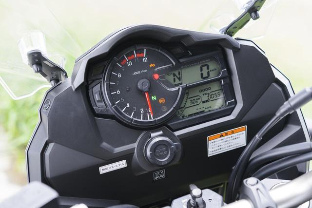 画像: デジタルのスピード表示の下にはギアポジションインジケーター付きのアナログ&デジタルメーター。オド&ツイントリップ、瞬間&平均燃費、残ガス走行距離などを表示する。