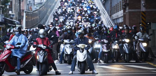 画像: 台湾は世界で最も二輪車が普及しており、その普及台数は人口100人あたり60台以上と、日本の6倍以上の普及率を誇っています。