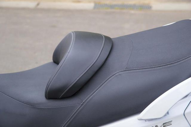 画像1: スカイウェイブ650LX の足つき性と燃費をチェック!