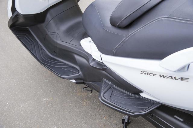 画像2: スカイウェイブ650LX の足つき性と燃費をチェック!