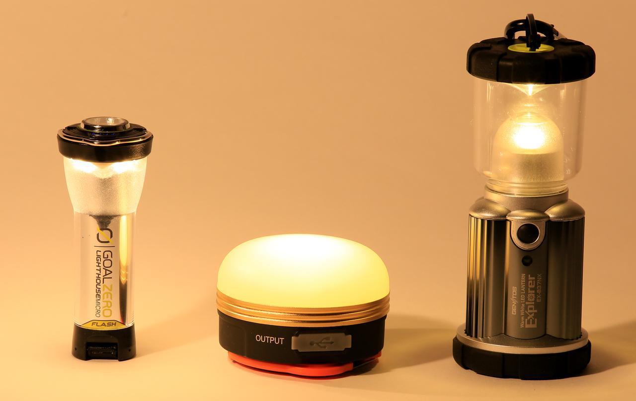 画像: (左)GOAL ZERO「Lighthouse Micro Flash」 (中央)メーカー不明、Amazonで3年ほど前に購入した充電式ランタン (右)GENTOS「Explorer EX-837NX」
