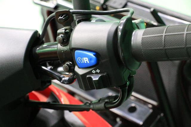 画像: 専用装備が施された郵便配達仕様の電動バイク