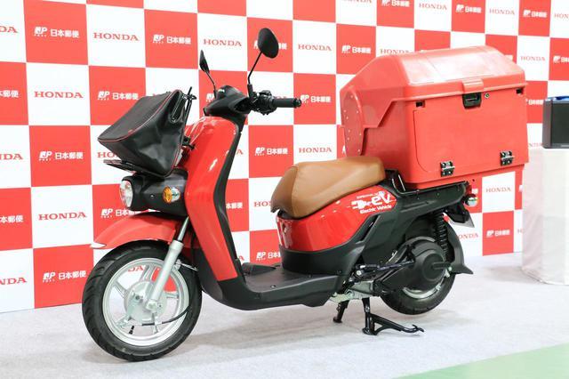 画像: 明るい赤色が元気のいい印象です。初めて見たお子さんも「あ、郵便屋さんだ!」と分かりそうですね。